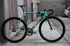 Bianchi fixie, fixed gear Fixed Gear Bikes, Fixed Bike, Urban Bike, Skates, Mtb, Bike Motor, Peugeot, Bicycle Maintenance, Bike Style