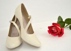 Pohodlné svadobné lodičky v tanečnom štýle s úpravou na bežné nosenie. Pravá koža ivory - slonová kosť. Shoes, Fashion, Zapatos, Moda, Shoes Outlet, La Mode, Shoe, Fasion, Footwear