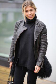 Caroline Skjelbred in WILD WOOL Cashmere CAROLINE sweater in black www.wildwool.no Cashmere, Turtle Neck, Wool, Sweaters, Black, Fashion, Moda, Cashmere Wool, Black People