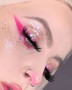 The Hottest Spring 2019 Makeup Trends to Try - Make-Up Clown Makeup Pretty, Halloween Makeup Looks, Cute Makeup, Halloween Nails, Scary Halloween, Cool Makeup Looks, Pretty Halloween, Scary Makeup, Halloween Recipe