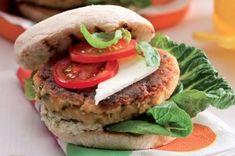 20 jídel do krabičky | Apetitonline.cz Salmon Burgers, Pesto, Hamburger, Healthy Recipes, Healthy Food, Food And Drink, Menu, Bread, Chicken