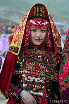 Traditional-ethnic-uzbec-dress|10 Traditional Ethnic Clothes Around the World.