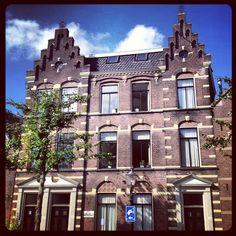 Het voormalige politiebureau aan de Nieuwstraat in Weesp, nu al jaren in gebruik als woonhuis.