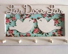 Porta chaves Lar Doce Lar Decoupage Furniture, Decoupage Art, Diy Furniture, New Crafts, Diy And Crafts, Handmade Home Decor, Diy Home Decor, Decoration, Projects To Try