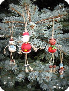 Christmas friends : handmade polymer clay snowman, Santa Claus, reindeer and penguin as Christmas balls / Bonhomme de neige, Père Noël, renne et pingouin faits main en fimo à accrocher au sapin comme décorations / boules de Noël /  https://www.facebook.com/lesmainsbaladeuses