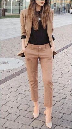 25 Best Casual Office Outfits - Business Outfits for Work Trajes Business Casual, Business Casual Outfits, Business Fashion, Casual Office Outfits Women, Business Formal Women, Summer Office Outfits, Casual Wear Women, Office Attire For Women, Corporate Outfits For Women