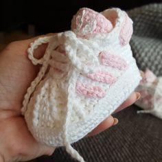 """11 Likes, 4 Comments - MonikaWyroda (@monika.wyroda) on Instagram: """"I trochę bucikowego spamu. #details #crochet #babycrochet #babyshoes #adidas #szydełko #buciki…"""""""