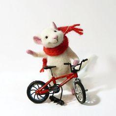 Nadel Filz wolle MADE TO ORDER Handmade fühlte Dol Maus Tiere Geschenke für ihre Felted Miniatureanimals Soft Skulptur Maus und Veloziped