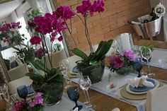 Decoração de mesa azul e lilás por Patrícia Junqueira. Flores Andre Pedrotti