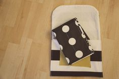 DIY Diaper Clutch & Diaper Changing Pad. This one looks perfect! Quick, easy, and not bulky!