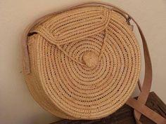 Джут, соломка, рафия - сумочки из этих материалов необыкновенно удобны и желанны летом! Они экологичны, стильны и напоминают о южном солнце и пляже