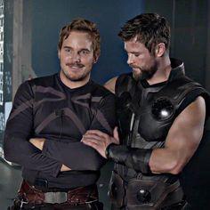 Lowkey Gay ❤️ . . . . . . . #chrispratt #marvelcomics #starlord #zoesaldana #ryangosling #actor #chrisevans #elizabetholsen #gainpost…