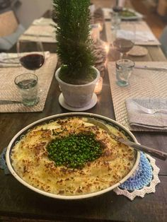 Vegetarian Cheese, Vegetarian Recipes, Baked Mashed Potatoes, Crab Feast, Baked Garlic, Peeling Potatoes, Fresh Mozzarella, Frozen Peas, Melted Cheese