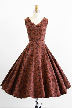 vintage 1950s vibrant auburn brown top + skirt dress set with brown glitter swirls | http://www.rococovintage.com