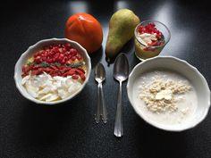 Frühstücksbowl und Porridge
