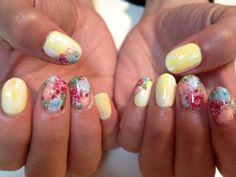 #manimonday - the summer floral nail art mani by mei kawajiri. now on DIVAlicious. #nails #nailart #notd #naildesigns #summernails #floralnailart #floraldesign #meikawajiri #beauty #divalicious