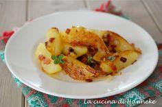 Le patate tirolesi sono un contorno facile e supergoloso: patate croccanti, pancetta affumicata, cipolle e timo, da leccarsi i baffi!