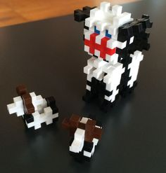 En sød lille hund med to hvalpe bygget af Plus-Plus mini. Se udvalget af brikker på Legebyen.dk #plusplus - #plusplusmini Billedet er fundet på Facebook. https://www.facebook.com/plusplus.dk/photos/a.151634991637790.31796.137578886376734/616228761845075/?type=1