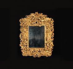 EXCEPTIONNEL MIROIR « AUX CHIENS » Rome, fin du XVIIe siècle Matériau Bois doré et glace H. 190 cm, L. 145 cm