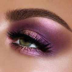 Gorgeous purple and pink eye makeup look using Pat McGrath Labs 'MTHRSHP Subversive: La Vie en Rose' eyeshadow palette ⚡️The iconic palette includes warm peach, bright fuchsia pink, rich purples, and metallic gold pigments Natural Eyeshadow, Natural Eye Makeup, Eye Makeup Tips, Eyeshadow Makeup, Makeup Ideas, Makeup Brushes, Makeup Tutorials, Makeup Tools, Sparkly Eyeshadow