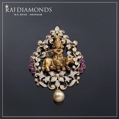How alluring is this Krishna diamond pendant? An impeccable symbol of culture and tradition. Gold Jewelry Simple, Gold Rings Jewelry, Pendant Jewelry, Wedding Jewelry, Diamond Necklaces, Choker Necklaces, Diamond Jewelry, Diamond Choker, Quartz Jewelry