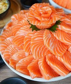Make Sushi 1 Sashimi Sushi, Salmon Sashimi, Cute Food, Good Food, Yummy Food, Japenese Food, Food Porn, How To Make Sushi, Sushi Recipes