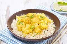 vegetarische gele curry van bloemkool en aardappel
