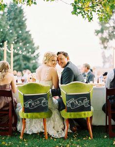 Carteles para las sillas de los novios y los padrinos