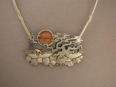 Ahlene Welsh,  Sunset (detail) 2007, necklace sterling silver, 14 k gold, cat's-eye