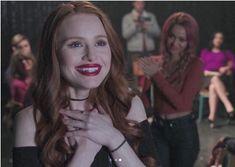 Look at Toni behind her omgg💓💋💗💓💗 Vanessa Morgan, Riverdale Cheryl, Riverdale Cast, Cw Tv Series, Riverdale Fashion, Riverdale Characters, Stranger Things, Cheryl Blossom, Sabrina Carpenter