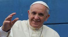 """El Papa Francisco reflexionó hoy sobre el ser humano, la """"obra maestra"""" de la creación de Dios; y explicó que cuando la dignidad del hombre se negocia y en el corazón se reemplaza al Señor por ídolos como las riquezas, la persona se hace """"un autogol""""."""