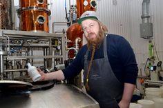 Vasta resepti numero 35 oli täydellinen - Ilomantsissa valmistetaan maailman ensimmäistä gin-pohjaista kauralikööriä Gin, Jeans, Jin