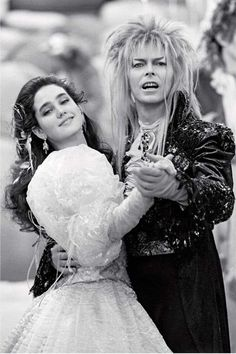 Sarah and the Goblin King (Jennifer Connelly and David Bowie) from the film Labyrinth, 1986 David Bowie Labyrinth, Labyrinth Movie, Sarah Labyrinth, David Bowie Goblin King, Goblin King Labyrinth, Labyrinth Goblins, Jim Henson Labyrinth, Costume Halloween, Terry Jones