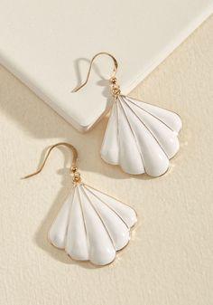 Shell-ing Point Earrings