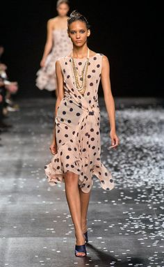 the skirt bottom silhouette and wide shoulders - Nina Ricci