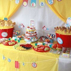 #‎PartyIdeas‬ - Check out 14 bouncing ‪#‎beach‬ ball party ideas! We're loving this beach ball party table full of tasty treats!