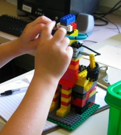 Tangible Programming in Early Childhood Robotics Projects, Science Projects, Mad Science, Science And Technology, Robot Theme, Steam Learning, Child Development, In Kindergarten, Early Childhood