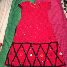 Red and black Kameez long tunic Cotton only top no pants or shawl. MID calf for me I'm 5'5 Dresses