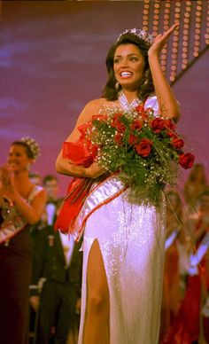 Newly crowned Miss USA (Texas 1995) and Miss Universe  Chelsi Smith shimmers in a glittery gown.