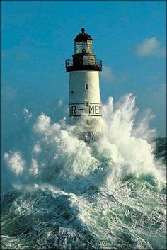Ar-Men, Chaussée de Sein, à la pointe ouest de la Bretagne. France. Ocean Waves, Crashing Waves, House Viewing, Lighthouse Pictures, Water Tower, Beacon Of Light, Light House, Sea World, Tall Ships