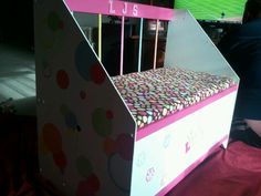 Sideview of the toybox
