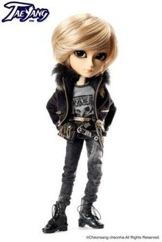 Pullip Taeyang T-211 Raiki Doll by Groove. $133.86. - Gal man! ? Shibuya Taeyang STYLE. - A beautiful blonde hair, to produce the tan skin Rinrin.. - Taeyang's first open mouse!. - Cover with a luxurious fur, the 109 series of fashion images.. Weight: 0.69kgs     Package Size: 11cm x 41cm x 21cm     H340mm
