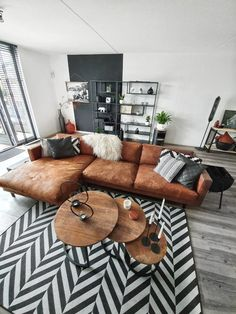 Living Room Interior, Home Living Room, Apartment Living, Living Room Decor, Home Room Design, Living Room Designs, Brown Leather Couch Living Room, Living Room Inspiration, House Rooms