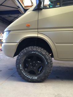 #volkswagencrafter Mercedes Vito Camper, Mercedes 4x4, 4x4 Camper Van, Mercedes Sprinter Camper, Camper Van Life, Sprinter Van, Defender Camper, Ford Transit Camper, Camping