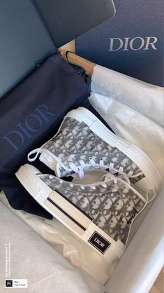 Aesthetic Shoes, Aesthetic Fashion, Jordan Shoes Girls, Girls Shoes, Cute Simple Outfits, Accessoires Iphone, Dior Shoes, Hype Shoes, Mode Streetwear