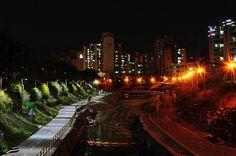Iluminação LED vs. Iluminação Convencional em Cidades.