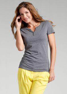 Blusa Henley justa, manga curta cinza mesclado encomendar agora na loja on-line bonprix.de  R$ 39,90 a partir de Blusa básica descontraída, com gola Henley, ...