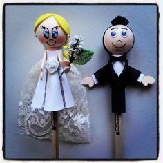 #Fofulápices de #pareja de #novios (#novia #rubia y #novio #moreno). Un #regalo ideal para la #tarta #nupcial.