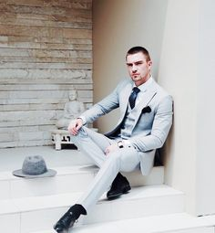 """modatrends: """" ModaTrendsMagazine // Daily fashion trends, street style inspiration and fashion news. Gentleman Mode, Gentleman Style, Mens Fashion Suits, Mens Suits, Costume Sexy, Best Street Style, Designer Suits For Men, Classy Men, 3 Piece Suits"""