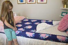 Zipper Bedding for my kids' beds.....best solution EVER!! | via www.makeit-loveit.com